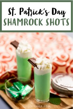This St. Patrick's Day drink is a minty chocolate shot that everyone will love. It' a creamy and sweet cocktail that will be a favorite at your March parties. Types Of Cocktails, Sweet Cocktails, Best Cocktail Recipes, Vodka Cocktails, Classic Cocktails, Cocktail Drinks, Good Whiskey, Irish Whiskey, Party Drinks