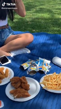 Picnic Date Food, Picnic Time, Summer Picnic, Summer Fun, Picnic Food List, Beach Picnic Foods, Fall Picnic, Picnic Ideas, Aesthetic Videos