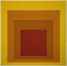 [Josef Albers] Homage to the square, 1966. Albers lavora lì dove la luce opera sul dinamismo del colore per ingannare l'osservatore. La semplicità è data dalle forme basiche e ripetitive usate, la complessità dal fenomeno mostrato nell'intero percorso di ricerca, per esprimere il suo punto focale, la già citata relatività della sensazione ottica.