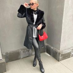 Straight of the runway look perfect for the office. Visit Daily Dress Me at dailydressme.com for more inspiration women's fashion and trends. Chic fashion. Simple Outfits, Casual Outfits, Daily Dress Me, New York Street Style, All Black Outfit, Bold Prints, Leather Leggings, Casual Chic, Runway