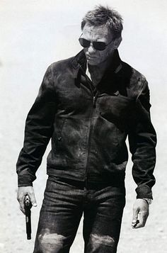 The Blouson (Part II) -- Actor Daniel Craig as James Bond (Quantum of Solace) wearing a G4 version of the Baracuta jacket -- this one has a slimmer cut and no ribbed cuffs or hem. Other famous actors and signers have worn the G9 like Elvis Presley in King Creole (1954) and James Dean in Rebel Without a Cause (1955). It is a 100% Men's Style Icon.