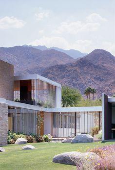 Kaufmann House   1946   Palm Springs, California   Richard Neutra/Restoration Marmol Radziner   photo © Joe Fletcher