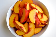 fresh peach slices No cooking required! Perfect with any meal or as a snack! I Love Food, Good Food, Yummy Food, Yummy Yummy, Delicious Fruit, Delicious Recipes, Delish, Tasty, Healthy Snacks