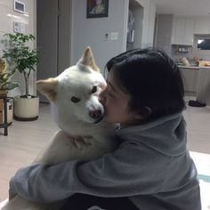And I can't stop thinking how happy you would be to realise that you can hug Jerry endlessly and he wouldn't ever move away :') Mode Ulzzang, Ulzzang Korean Girl, Ulzzang Couple, Uzzlang Girl, Girl And Dog, Foto Casual, Korean Couple, Ulzzang Fashion, Aesthetic Girl