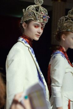 Possessed princesses in crowns at Undercover, and other extreme transformations of womenswear AW14. More images here: http://www.dazeddigital.com/fashion/article/19179/1/extreme-transformations-of-womenswear-aw14