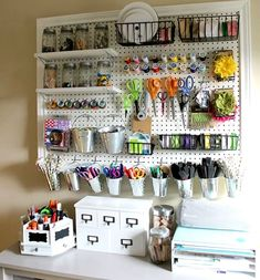 Pegboard Craft Room organization Idea 28 How to Make A Giant Peg Board for Craft organization 5 Craft Room Storage, Sewing Room Organization, Easy Storage, Organizing Ideas, Pegboard Organization, Organizing Clutter, Sewing Room Storage, Pegboard Craft Room, Office Storage
