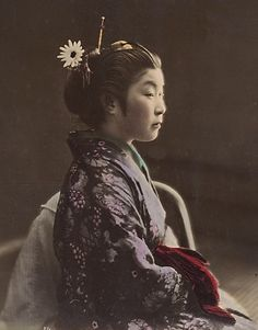 Hand coloured photo of Japanese tea house waitress, by Shinich Suzuki, 1870s.