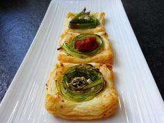 Falsche Spargel-Flammküchlein  #spargel #asparagus #grünerspargel #weißerspargel #spargelzeit #flammkuchen #blätterteig #schafskäse #bärlauch #bärlauchpesto #spargelwoche #foodstagram #ichliebefoodblogs #fresh #outoftheoven #frühling #kuechenlaerm