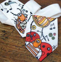 Ručně malovaná kravata ze života hmyzu Materiál: 100 % hedvábí, klasický střih - originál vežlutých, hnědých, červených tónech Krásný dárek Prokaždého muže, jedinečným dolpňkem! Tato kravata prodána, ale na přání Vám zhotovím podobnou do týdne :)