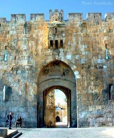 The Lions' Gate or St. Stephens Gate built by Suleiman the Magnificent in 1517 to celebrate the Ottoman defeat of the Mamluks in 1517 is one of seven open gateways in Jerusalem's Old City Walls. Israel. The relief shows 2 leopards not lions