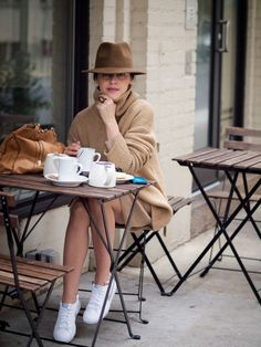 New Dress White Sneakers Chic Shoes Outlet Ideas How To Wear Sneakers, Casual Sneakers, White Sneakers, Casual Shoes, White Vans, White Nikes, Shoes Sneakers, Beige Outfit, Look Fashion