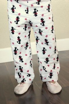 Sewing your own pajama pants is easier without a pattern for a perfect fitting pair every time! Great for Christmas pajama pants and Halloween costumes. Toddler Pajamas, Toddler Pants, Sewing Pants, Sewing Clothes, Doll Clothes, Pajama Pants Pattern, Mens Flannel Pajamas, Christmas Pajama Pants, Pants Tutorial