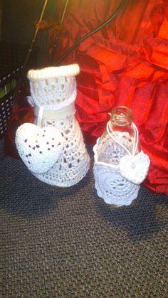 Flesjes versieren met gehaakte kleedjes