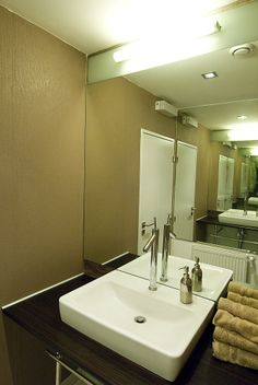Toaleta Bathroom Lighting, Mirror, Furniture, Home Decor, Bathroom Light Fittings, Bathroom Vanity Lighting, Decoration Home, Room Decor, Mirrors
