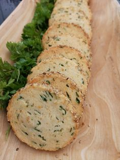 Salte kjeks med sesamfrø! – H J E M M E L A G A Bread Recipes, Vegan Recipes, Cooking Recipes, No Bake Treats, Afternoon Tea, Tapas, Bakery, Appetizers, Food And Drink
