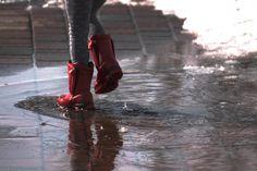 Im Leben geht es nicht darum zu warten, dass das Unwetter vorbeizieht, sondern zu lernen im Regen zu tanzen. Autor: unbekannt Wünsche Euch einen erfolgreichen und energiereichen Tag! www.burnout-stressmanagement.at