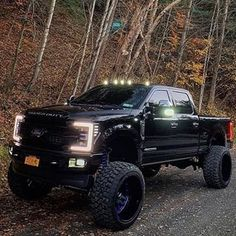 I quite simply adore this colour for this lifted ford truck Lifted Chevy Trucks, Ford Pickup Trucks, Jeep Truck, 4x4 Trucks, Custom Trucks, Cool Trucks, Chevy 4x4, Jeep Pickup, Pickup Camper