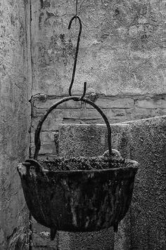 wall patina and rust Art Beauté, Rust Never Sleeps, Rust In Peace, Rusty Metal, Kitchen Witch, Rustic Charm, Primitive, Old Things, Antiques