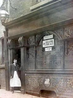 The Swan Inn, Wood St ~ lol, I used to go there with my mates all the time in the Liverpool Town, Liverpool History, Liverpool Football Club, Old Pictures, Old Photos, Northern England, Old Street, Old London