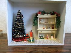 I have decided that I will make up several scenes, rent a table at our city's Miniature Club Annual Show and Sale, and sell the scenes as we. Christmas Room, Miniature Christmas, Diaries, A Table, Miniatures, Box, Projects, Home Decor, Homemade Home Decor