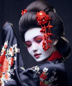 The Mystery Affair at Style: 4 Astonishing Facts About Makeup That Make Seeking Favor Employing It Degrading – WordsCulture Geisha Japan, Geisha Art, Geisha Drawing, Geisha Tattoos, Irezumi Tattoos, Japanese Beauty, Asian Beauty, Geisha Samurai, Geisha Makeup