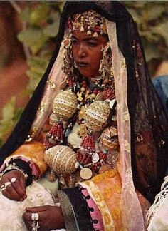 Africa | The photo on the cover of the book 'Escales Du Monde, Le Maroc' by Francis Ambriere. Published in 1952