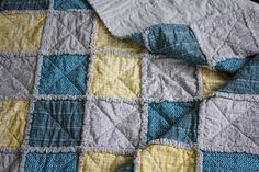 How to Make a Rag Quilt From Start to Finish Rag Quilt Instructions, Flannel Rag Quilts, Denim Quilts, Rag Quilt Patterns, Quilt Border, Creation Couture, Quilted Table Runners, Quilt Stitching, Quilting Tutorials