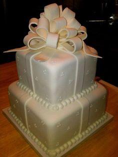 Small wedding cake. Fondant