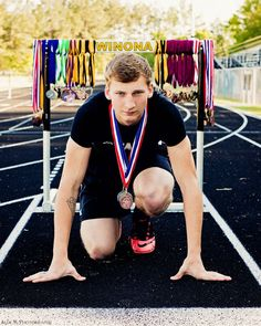 Boys senior picture track and field  Ally K photography Tyler tx