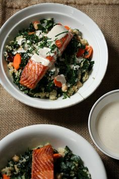 These healthy sockeye salmon quinoa bowls are a great quick and easy dinner idea. The recipe is packed with kale and topped with a tahini-yogurt sauce. Fish Recipes, Seafood Recipes, Cooking Recipes, Healthy Recipes, Quinoa And Kale Recipes, Xmas Recipes, Clean Eating, Healthy Eating, Good Food