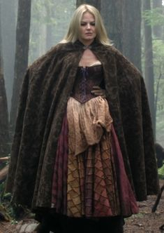 Emma Swan, Once Upon a Time. I'm officially obsessed with this show! Once Upon A Time, Captain Swan, Captain Hook, Ouat, Fairy Tale Costumes, Outlaw Queen, Fantasy Dress, Jennifer Morrison, Fashion Tv