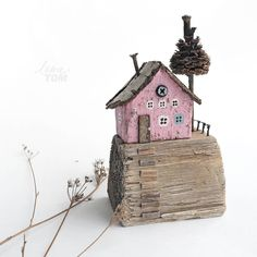 Painted Driftwood, Driftwood Art, Handmade Crafts, Diy And Crafts, Recycled House, Ceramic Houses, Wood Houses, Paper Doll House, Driftwood Projects