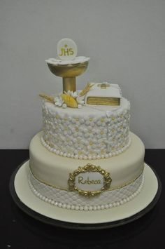 Best 12 Comunion valen – SkillOfKing.Com #firstcoomunionideas #firstcommunioncake Baptism Party Decorations, First Communion Decorations, First Holy Communion Cake, First Communion Dresses, Comunion Cakes, Champagne Wedding Cakes, Cake Paris, Quilted Cake, Religious Cakes