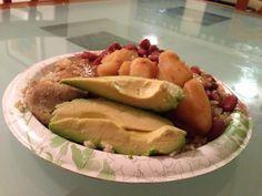 Nada como un sabroso arroz con habichuelas y unas deliciosas rebanadas de aguacate, palta o avocado. #iloveavocados PUERTO RICO
