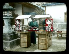 Portable road shop, ca. 1900-1910 by T.Takagi studio (probably shot by Kozaburo Tamamura)
