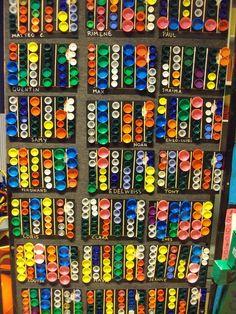 bouchons                                                                                                                                                                                 Plus Art Activities For Kids, Art For Kids, Trait Vertical, Bottle Top Art, Plastic Bottle Caps, Montessori Art, Cold Brew Coffee Maker, Expensive Gifts, How To Make Tea