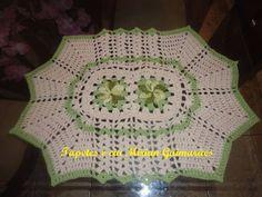 tapete de barbante croche cru com flores verdes em barbante mesclado. R$ 25,80