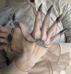 Dragon Nails Fierce Filigree Armor Jewelry - Not for the faint of heart :P Lumsden smith Palm Cuff, Dragon Nails, Dragon Armor, Full Finger Rings, Hand Jewelry, Jewellery, The Libertines, Fashion Images, Accessories
