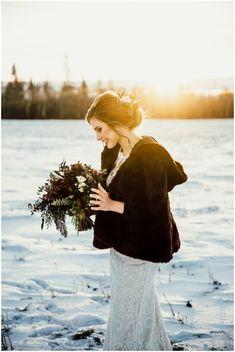Rustic bridal shoot beautiful 61 Ideas for 2019 Bridal Shower Favors Diy, White Bridal Shower, Bridal Shower Rustic, Disney Bridal Showers, Summer Bridal Showers, Winter Wedding Receptions, Winter Weddings, Bridal Portraits Outdoor, Winter Mountain Wedding