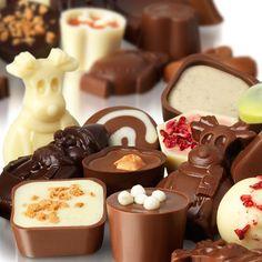 "haveahollyjollychristmas:"" Festive chocolates from Hotel Chocolat"" Chocolate Christmas Gifts, Christmas Candy, Christmas Chocolates, Death By Chocolate, Chocolate Treats, Chocolate Recipes, Matcha, Chocolate Boutique, Chocolate Festival"