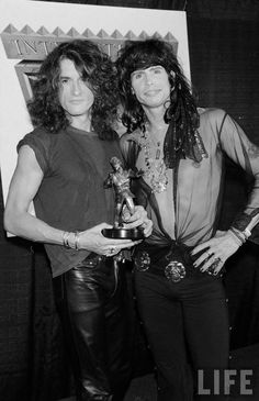 Are you kidding me with this sexiness? Steven Tylor, Steven Tyler Aerosmith, 80s Hair Bands, Rock Poster, Best Guitar Players, Joe Perry, Look Rock, Rock Artists, Glam Hair