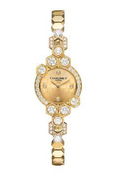 Reloj de oro con diamantes y diseño de panal de abeja, de Chaumet.