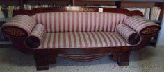 Sofá Fernandino  TECNICA/ MATERIAL: Madera de caoba tallada, ensamblada, barnizada y tapizada. Con marquetería en madera de boj o limoncillo.  DATACIÓN: S.XIX.  DIMENSIONES: 92 x 245 x 62 cm.