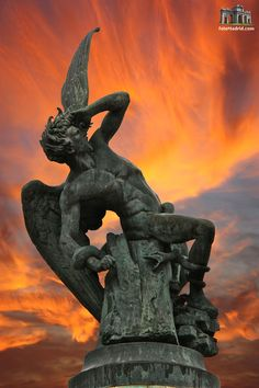 """ The Fuente del Ángel Caído (Fountain of the Fallen Angel or Monument of the Fallen Angel) is a highlight of the Buen Retiro Park in Madrid, Spain Sculptor: Ricardo Bellver Photo: lluís vinagre """