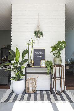 Home Living Room, Living Room Decor, Botanical Interior, Studio Apartment Decorating, Small Rooms, Small Living, Home Deco, House Design, Patio