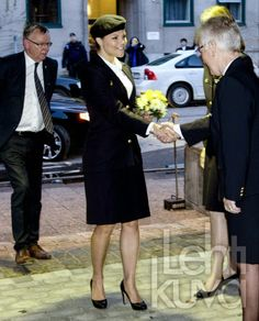 Crown Princess Victoria just arrived at a concert in honor of the 90th anniversary of the Lottakåren-female military corps, which aims to create a more secure life. Crown Princess is the patron of the organization and in uniform!