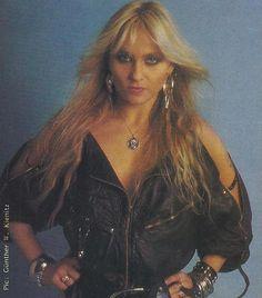 Doro Pesch Rocker Girl, Rocker Style, Heavy Metal Rock, Heavy Metal Bands, Ladies Of Metal, Lita Ford, Pin Up Girl Vintage, Women Of Rock, Death Metal