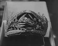 Tsarina Maria Feodorovna wanted a tiara that reminded her of the Russian Fields, so the Duval jewellers created a wreath design of laurel leaves, buds and ears of wheat. It survived the Revolution, but was sold, via Christie's on 16 March 1927. It's current whereabouts are unknown...... however, a copy has been made.