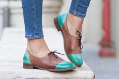 Vrouwen lederen schoenen, lederen Oxford, Oxford schoenen, lederen schoenen, geschilderd gesloten schoenen, groene schoenen, gratis verzending door BangiShop op Etsy https://www.etsy.com/nl/listing/460833320/vrouwen-lederen-schoenen-lederen-oxford