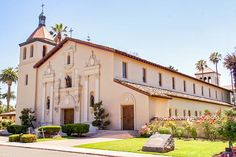 Quick Guide to Mission Santa Clara: for Visitors and Students: Mission Santa Clara Exterior Picture